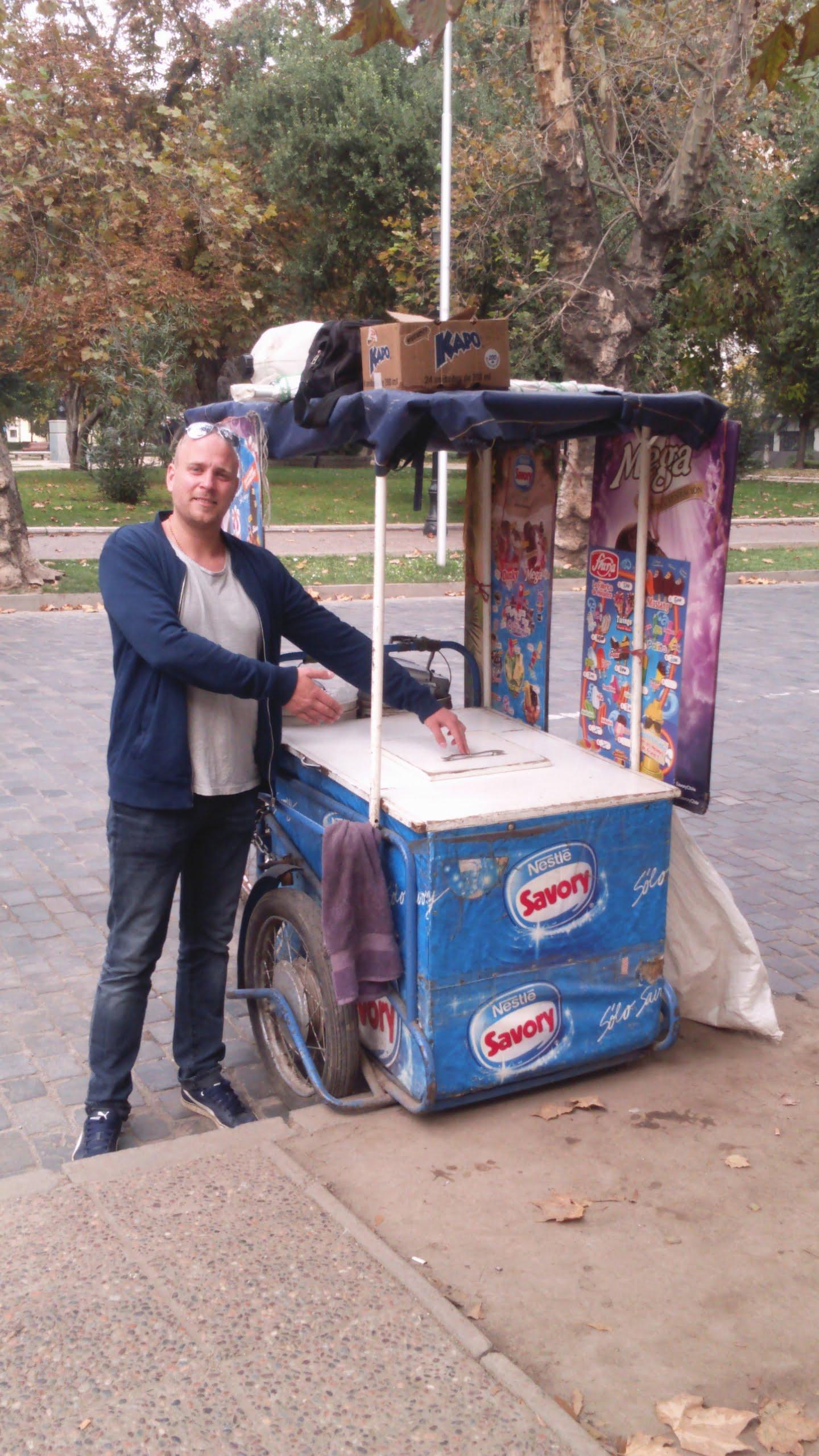 Ibland tar livet helt andra riktningar. Jag är på väg hem. Brorsan fastnade för det Sydamerikanska livet. Enligt uppgift säljer han nu glass på en gata i Santiago. Affärerna går bra.