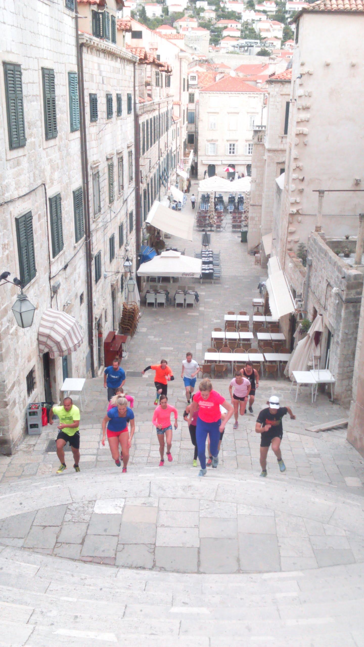 Jag har kastat ut min TV. Men för de som följer Game of Thrones. Denna trappa i Dubrovniks gamla stad är där drottningen går sim walk of shame.